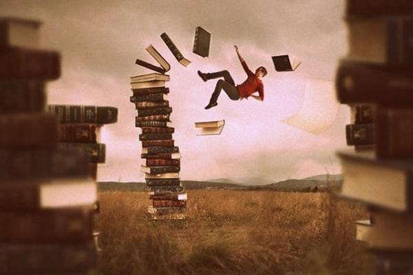 Aiuto mi cadono sempre i libri dallo scaffale !!!