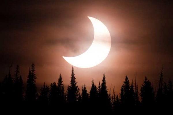 Eclissi di Sole | La luce scompare alle 10:30 Guarda la diretta tv!