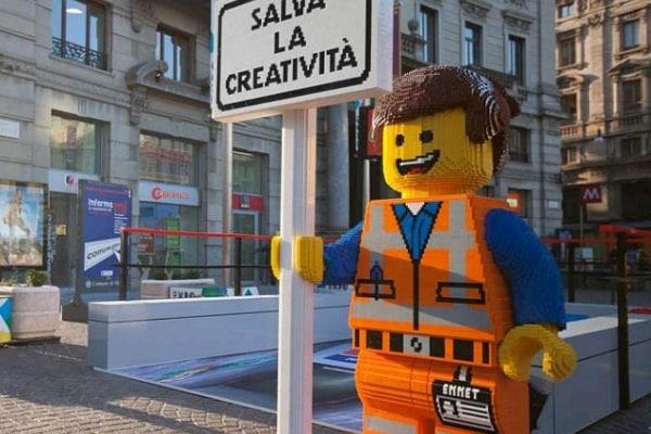 A Milano c'è una fermata della metropolitana fatta tutta di mattoncini Lego!