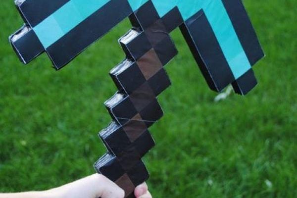 Come costruire il piccone pixelato di Minecraft