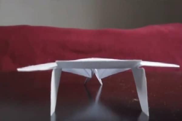 Come costruire il miglior aeroplanino di carta del mondo [Video Tutorial]