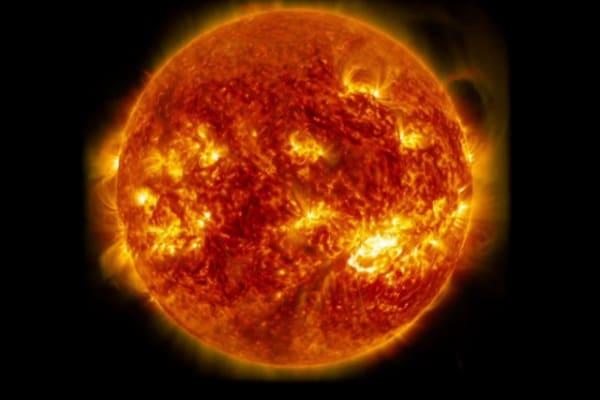 Il Sole fa festa | Uno spettacolo di esplosioni potentissime