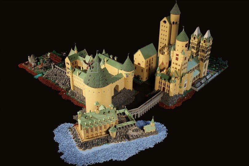Il castello di Hogwarts di Harry Potter rifatto con i LEGO