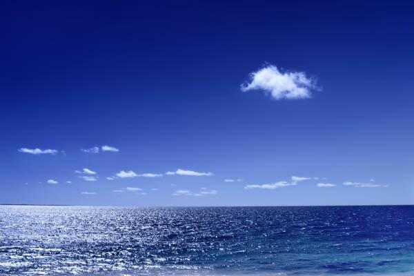 Perché il mare è blu, se l'acqua è trasparente? E perché il cielo è blu (o rosso) visto che l'aria è invisibile?