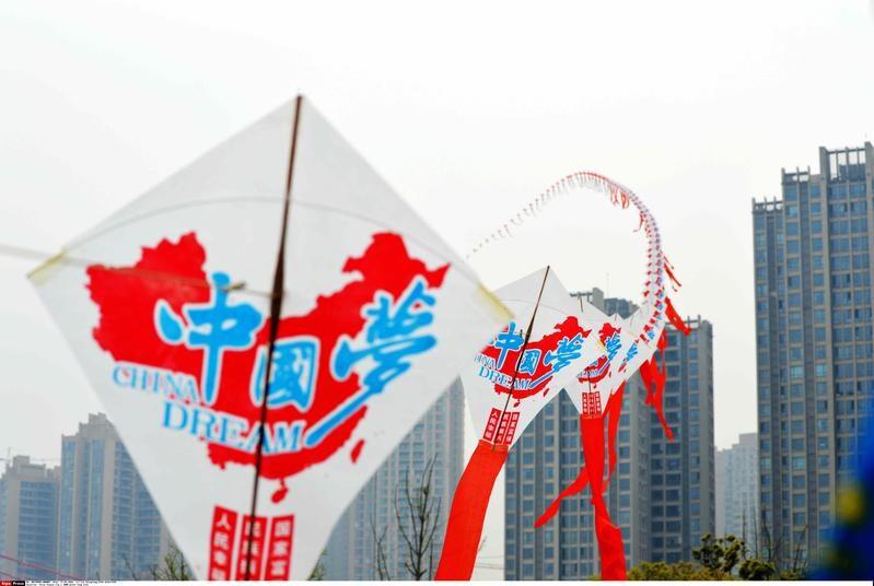 Aquiloni da record in Cina: creata una fila lunga 1.000 metri!