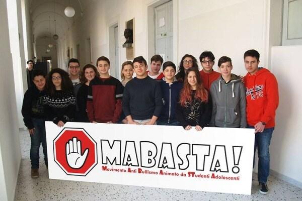 """MaBasta! La campagna dei ragazzi che """"stoppano"""" il Bullismo"""