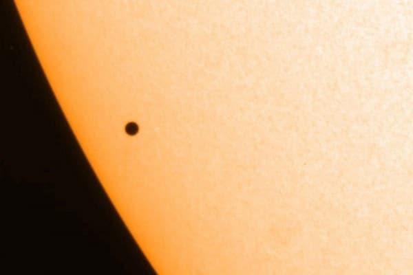 Occhi al cielo | Mercurio passerà davanti al Sole!