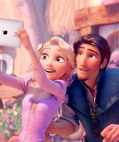 [FOTO] Gli eroi Marvel, Dc e Disney e i Selfie