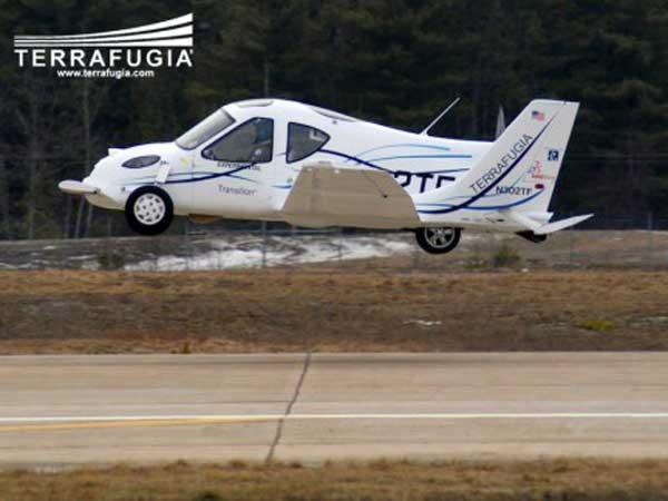 L'auto a forma di aereo… prende il volo