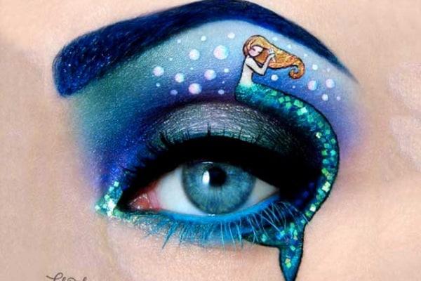 La make up artist che dipinge gli occhi come opere d'arte