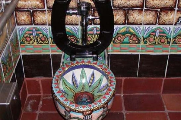 Giornata mondiale della toilette: i 10 bagni più assurdi e da record del mondo!