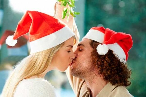 Natale | Come mai ci si bacia sotto il vischio?