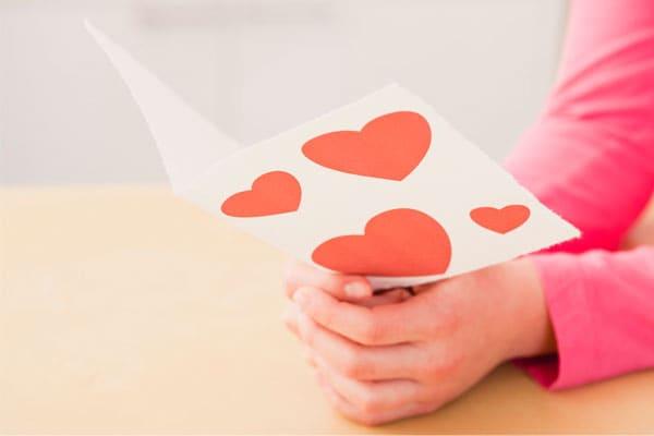 Chi ha inventato i biglietti d'amore di San Valentino?