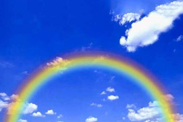 Perché l'arcobaleno non è dritto ma a forma di arco?