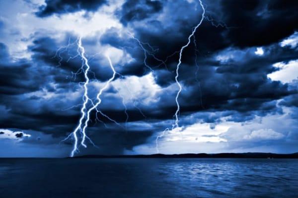 È pericoloso fare il bagno quando c'è un temporale?