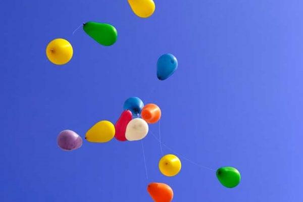 Che fine fanno i palloncini che volano nel cielo?