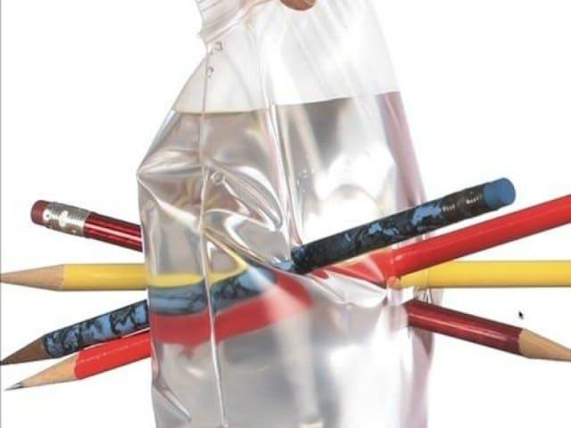 Esperimenti incredibili | Il sacchetto di plastica è bucato ma non perde l'acqua!