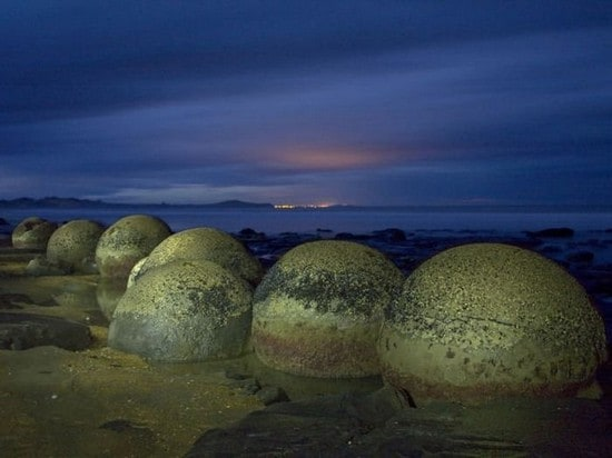 I misteriosi Moeraki Boulders della Nuova Zelanda