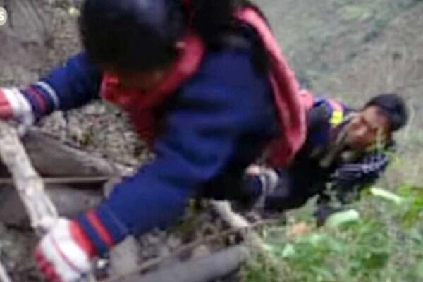 Cina | Per andare a scuola si rischia la vita!