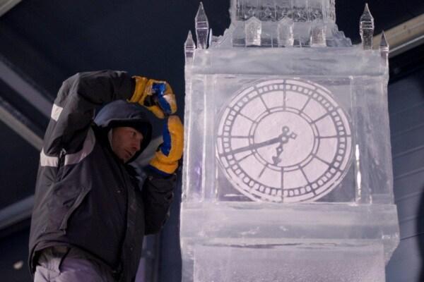 Tutti al festival delle sculture di ghiaccio!