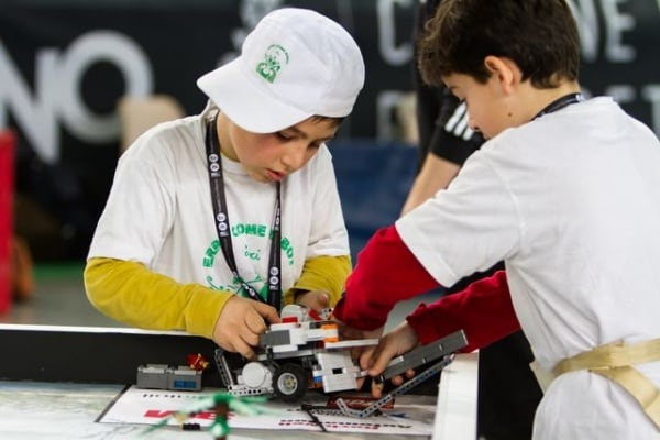 Robot Lego in gara: sfida all'ultimo mattoncino