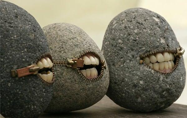 Sculture inquietanti | Le pietre con i denti!