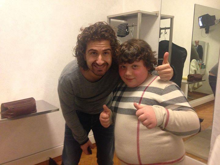 Alessandro Siani prende in giro un bambino a Sanremo