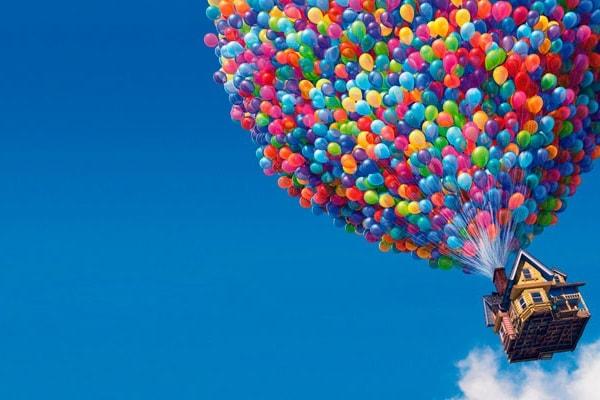 Si può volare davvero, appesi ai palloncini?