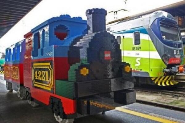 Un treno di LEGO alla Stazione di Milano!