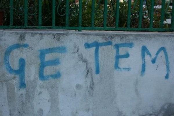 Scritte d'amore sui muri, però sbagliate!