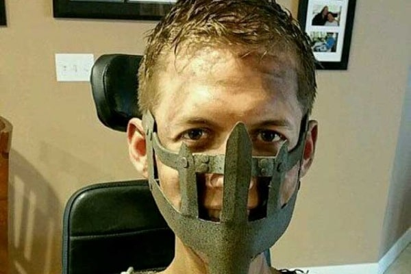 Studente disabile su sedia a rotella crea uno straordinario cosplay di Mad Max