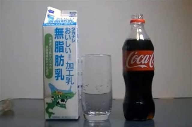 Il mistero della coca cola che cambia colore