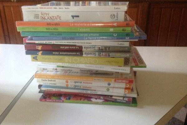Scuola: troppi libri, pesano sulle spalle e… sul portafoglio