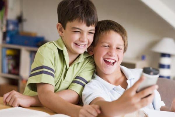 Sondaggio | Qual è l'età giusta per il primo smartphone?