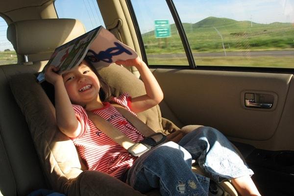 Perché quando leggi in auto ti viene mal di stomaco?