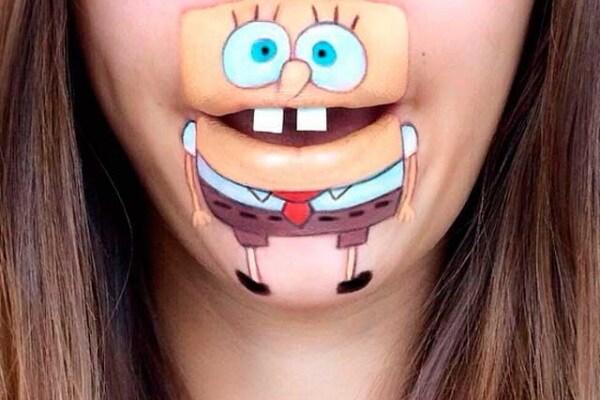 Laura Jenkinson traveste le sue labbra da cartoni animati