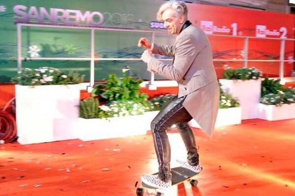 Morgan a Sanremo 2016 cade dallo skate: guarda il video