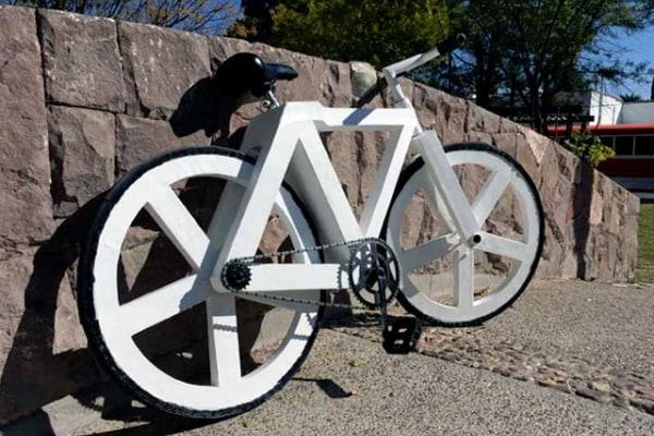 La bici più ecologica (e divertente da guidare) è di cartone!