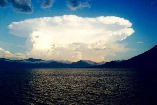 Il collezionista di cieli: professore crea pagina Facebook per condividere foto di cieli e nuvole mozzafiato!