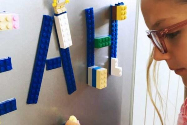 Con il nastro adesivo compatibile con il Lego, tutto può diventare di Lego!