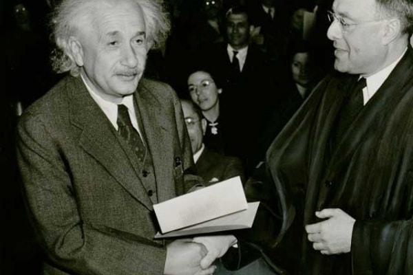 È vero che Einstein era una schiappa in matematica?