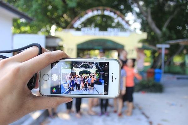 Sondaggio | Qual è l'età giusta per possedere uno smartphone?