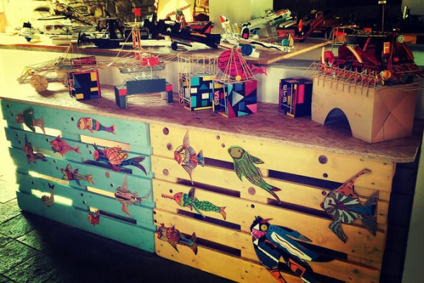 Dal bidone al museo, Enrico Debenedetti è il giocattolaio del riuso