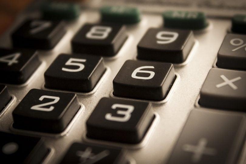 Che cos'è la proprietà associativa delle operazioni?