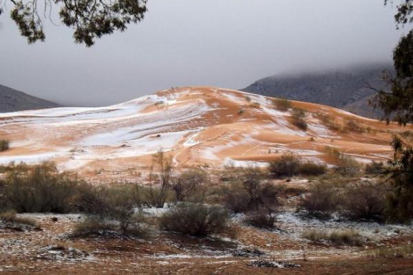 Neve sul deserto del Sahara