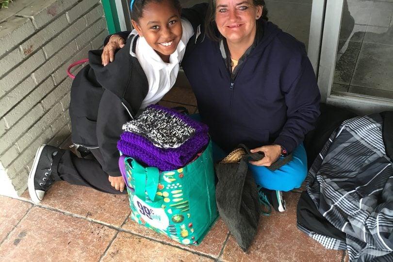 Una borsa per ogni donna senza casa: l'iniziativa di Khloe, 9 anni