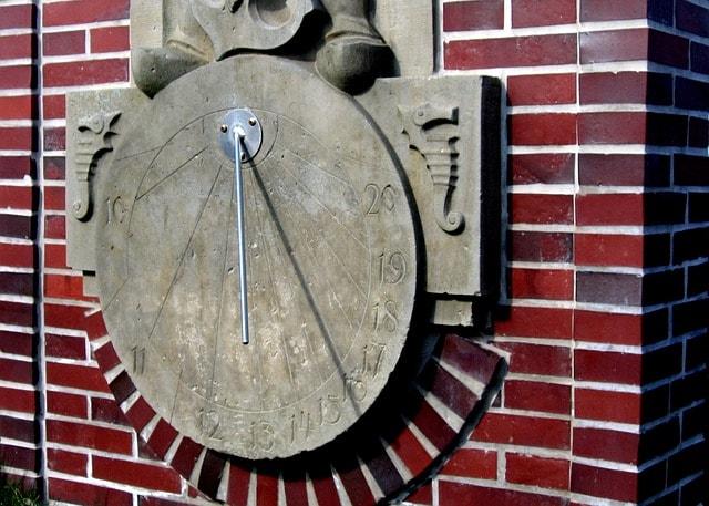 La meridiana e il fuso orario: che cosa sono?