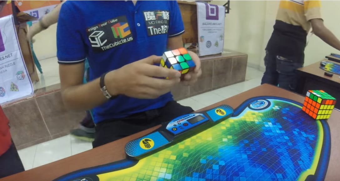Record | Cubo di Rubik risolto in 4.74 secondi