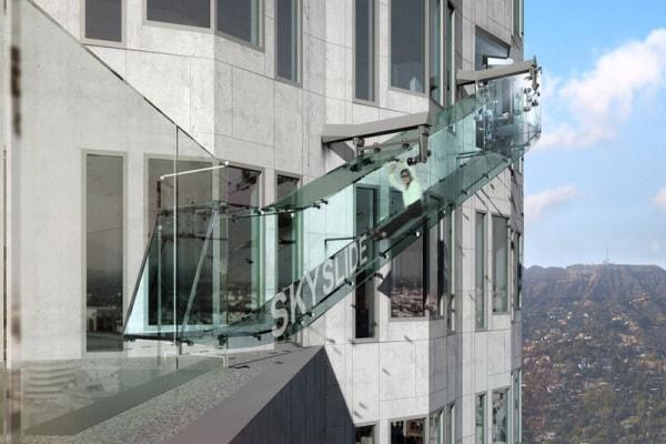 Los Angeles: uno scivolo del grattacielo!