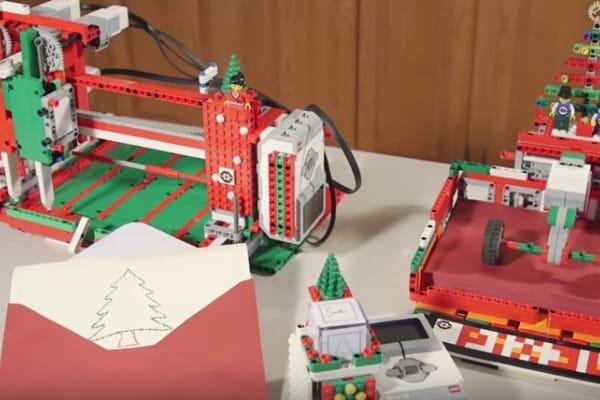 Due ragazzi costruiscono una stampante Lego per produrre biglietti di Natale!